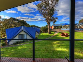 Parksetting 3 Bedroom Cabin - 200m from beach - Merimbula vacation rentals