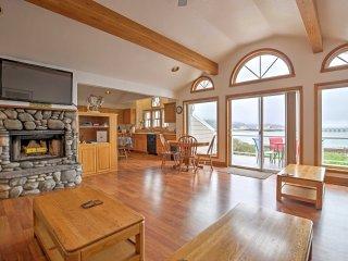 New! Bayside 3BR Garibaldi Townhome w/ Deck! - Garibaldi vacation rentals