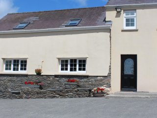 THE CARTHOUSE, social open plan living with exposed beams and stone walls - Newcastle Emlyn vacation rentals