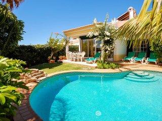 RETIRO, Cosy villa with pool, AC, WiFi, games room, 20 min walk to beach - Albufeira vacation rentals