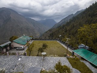 4 bedroom Bed and Breakfast with Water Views in Chamba - Chamba vacation rentals