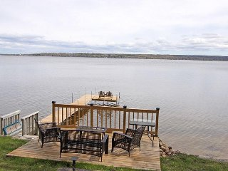 Cozy Cottage with DVD Player and Microwave - Victoria Harbour vacation rentals