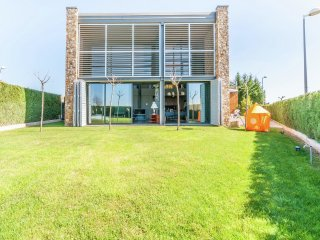 Montgri's Balcony - Fantastic villa,  modern design for 8 with community swimming pool in Albons - Albons vacation rentals