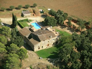 Can Borràs - Traditional estate from the XIV century, with swimming pool - Navata vacation rentals