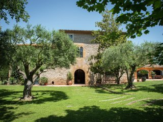 Serra de Daro - Big typical Catalan farmhouse with private garden and pool in Baix Empordà - Ullastret vacation rentals