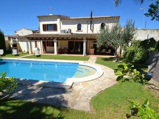 Barcelo - Luxurious villa with private pool, modern interior, centrally located - Vilafranca de Bonany vacation rentals