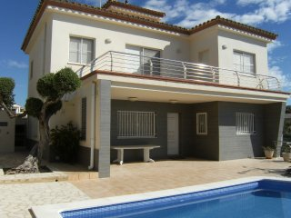 Villa Laura - Modern villa with private swimming pool and a perfect view of the sea - L'Ampolla vacation rentals