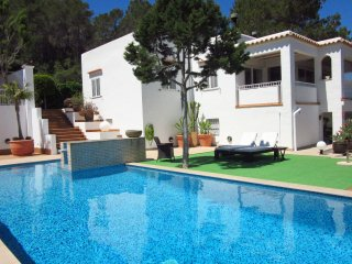 Casa Alta - Are you looking for a villa with outdoor kitchen, swimming pool and wonderful views? Can Lola is the villa you are looking for. - San Lorenzo vacation rentals