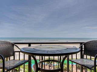 Tropical Ocean-Front Studio Awaits At Hawaiian Inn Resort-Newly - Daytona Beach Shores vacation rentals