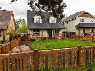 Craftsman 3BR w/ Cascade Mountain Views, Walk to Cafes and Shops - Sisters vacation rentals