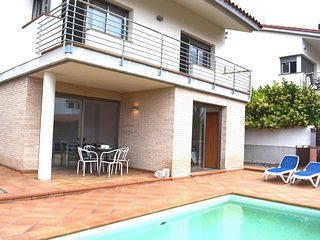 Casa a 4 minutos de la playa - Sant Pol de Mar vacation rentals