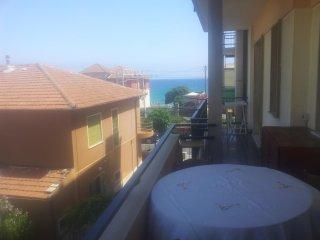 Bilocale a 50mt dal mare con terrazzo a Borgio - Borgio Verezzi vacation rentals