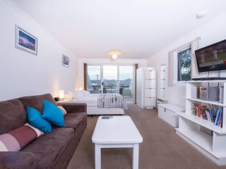 Cascades 7 - beautiful Studio apartment with large balcony and amazing lake - Jindabyne vacation rentals