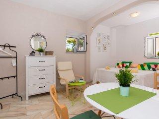 Lovely studio apartment Emotha, Trogir (A1) - Trogir vacation rentals