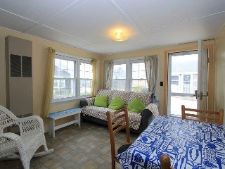 Beautiful 2 bedroom Cottage in East Sandwich with Deck - East Sandwich vacation rentals