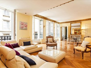 Saint-Dominique: Paris 7th Arrondissement - Paris vacation rentals