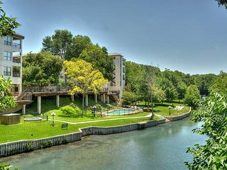 Private access to the Comal River and walking distance to Schlitterbahn! - New Braunfels vacation rentals