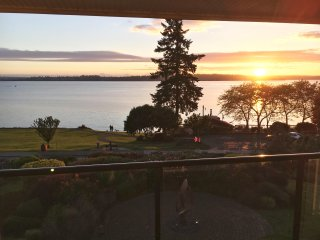 Luxury Downtown Kirkland Condo w/ Incredible Deck & View! - Kirkland vacation rentals