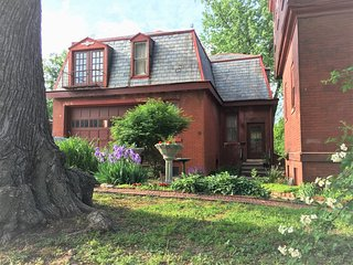 The Vineyard Mansion Carriage House - Saint Joseph vacation rentals
