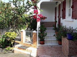 location maison saisonnier  La Maison du Voyageur - Sainte-Rose vacation rentals