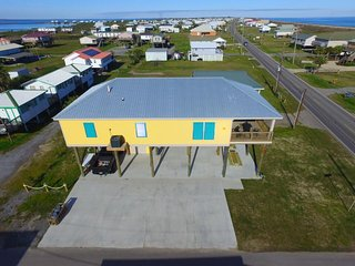 Lovely 4 bedroom Grand Isle House with Deck - Grand Isle vacation rentals