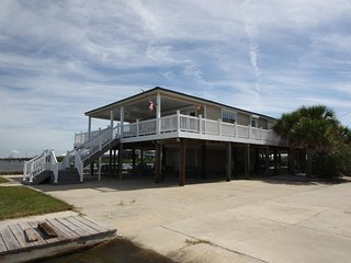 Perfect 6 bedroom House in Grand Isle with Deck - Grand Isle vacation rentals
