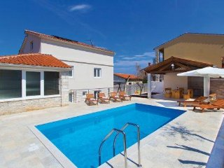 Beautiful and comfortable villa with pool and splendid sea view - Liznjan vacation rentals