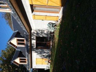 Maison neuve capacité  4 personnes citue  dans un petit  village jardin privatif - Juzet-de-Luchon vacation rentals