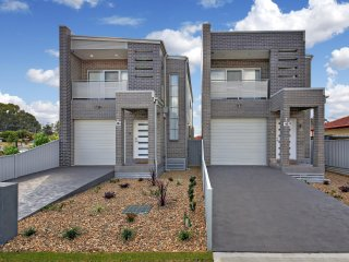 CANLEY HEIGHTS VILLA  45 - SYDNEY 3Bdm, Modern Townhouse, Sleeps 8,  Free Linen* - Canley Heights vacation rentals