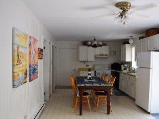 Comfortable 3 bedroom Cottage in Point Clark - Point Clark vacation rentals