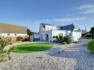 The Studio - Beautiful and spacious holiday home at the seaside with bar, garden and parking - Pevensey vacation rentals