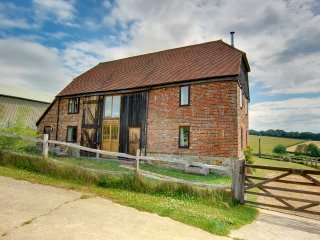 Cannon Barn - Converted barn with nice authentic features in the middle of the country side - Warbleton vacation rentals
