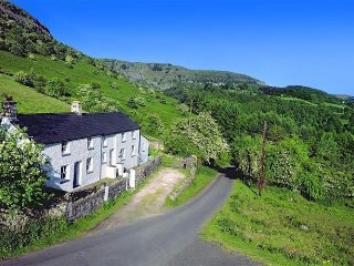 MAYBERRY - Nice holiday home in the hills of South Wales with billiards and football table - Crickhowell vacation rentals