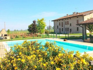 Turismo Rurale La Garzaga Camera Famigliare - Ceresara vacation rentals