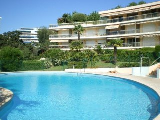 Luxury ground floor 2 bedroom apartment with private garden and terrace - Cannes vacation rentals