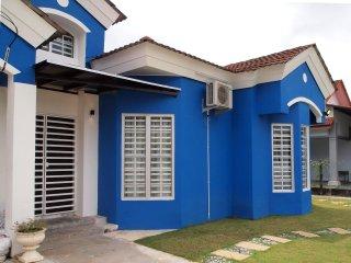 WHALECOME Homestay - Bagan Lalang / Sepang / Tanjong Sepat / KLIA - Sungai Pelek vacation rentals