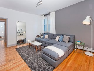 Massive 3 Bedroom/10 Bed, 10 Minutes to Manhattan! - Hoboken vacation rentals