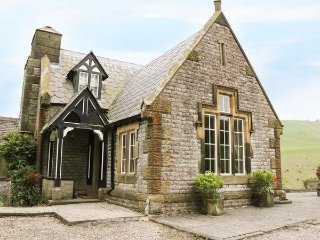 LOWER LODGE, cosy, open fire, romantic, Tudor, pet friendly, Cressbrook, Ref - Litton Mill vacation rentals