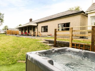 HEN STESION, hot tub, pet friendly, off road parking, quirky, Frongoch, Ref - Frongoch vacation rentals