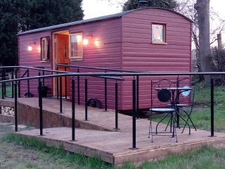 THE SHIRE HUT, wonderful views, woodburning stove, open plan, near St Asaph - Saint Asaph vacation rentals
