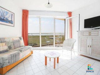 Romantic 1 bedroom Saint-Jean-de-Monts Apartment with Television - Saint-Jean-de-Monts vacation rentals