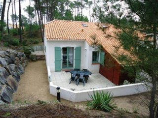Bright House with Television and Microwave - Saint-Jean-de-Monts vacation rentals