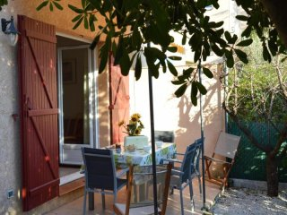 Nice House with Television and Microwave - Saint-Aygulf vacation rentals