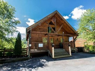 Zippie Too - Luxury Cabin! Hot Tub - Pool Table - Flat Screen TVs - Zipline On - Sevierville vacation rentals