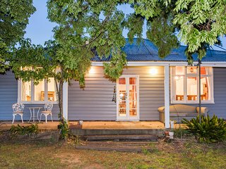 Camphill Cottage - Rustic charm and comfort - Rylstone vacation rentals