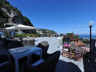 Superbe appartement, immense terrasse vue mer - Priora vacation rentals