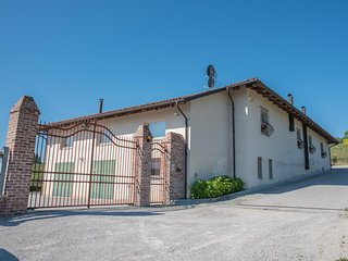 5 bedroom Farmhouse Barn with Wireless Internet in Diano d'Alba - Diano d'Alba vacation rentals
