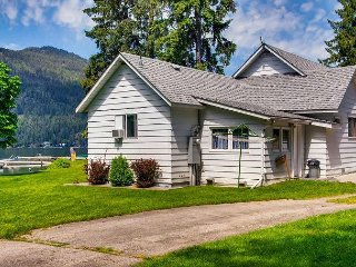 A beautiful beach house just a stone's throw from the lake! - Christina Lake vacation rentals
