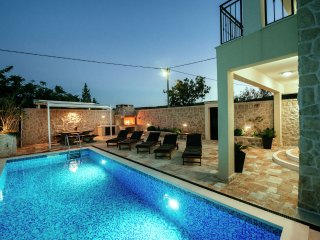 Castelo Coza - Attractive villa with pool 2 km from the sea,nice covered terrace,quiet location - Vinjerac vacation rentals