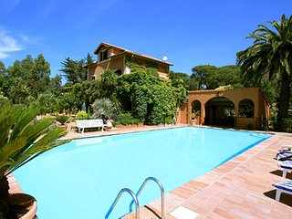 Villa Les Parasols - Characteristic country house with private pool and beautiful garden 3 km from the Mediterranean Sea. - frejus vacation rentals